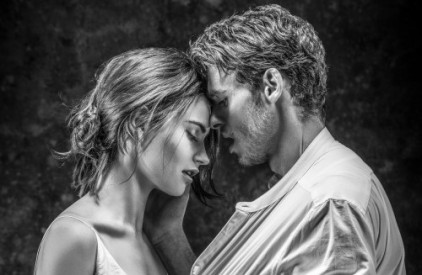 Lily-James-and-Richard-Madden.-Credit-Johan-Persson.-2-1-e1456261949837