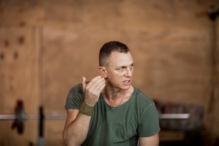 daniel-craig-in-othello-at-new-york-theatre-workshop-photo-by-chad-batka
