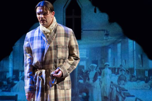 Rezied-525-Michael-Raver-as-Wilfred-Owen-in-Death-Comes-for-the-War-Poets-Michael-Abrams