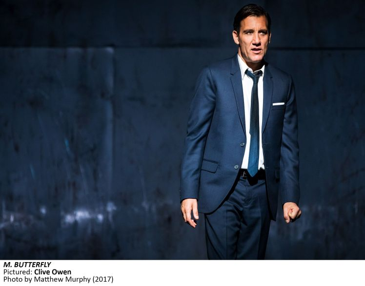 MB2130]_Clive Owen in M. BUTTERFLY