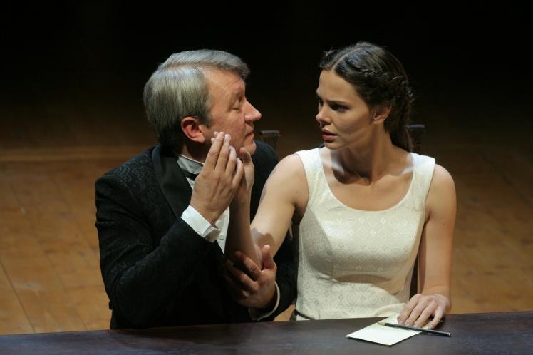 Maly-Drama-Love-Intrigue_Igor-Chernevich-and-Elizaveta-Boyarskaya_PC-Victor-Vassiliev