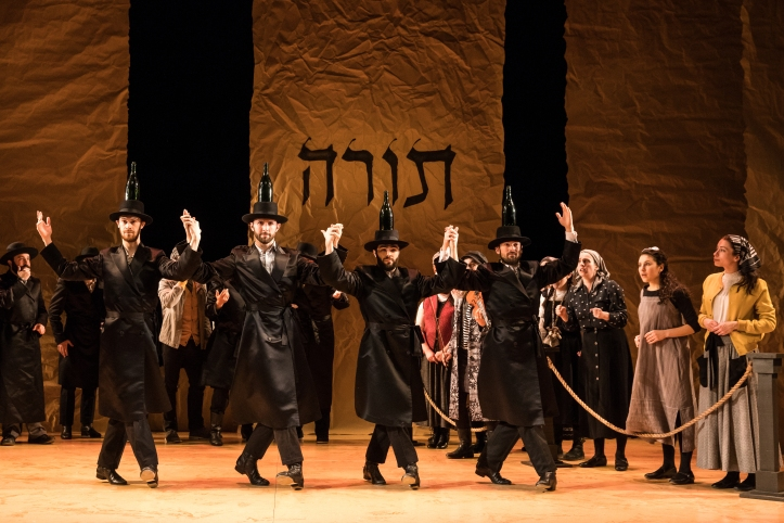 The company of Fiddler on the Roof in Yiddish (c) Matthew Murphy